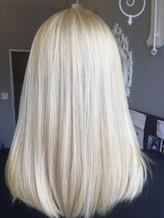 Bleach And Tone For The Perfect Blonde Platinum Blonde Hair Bleach blonde perfect Tone Blonde Hair Looks, Bleach Blonde Hair, Light Blonde Hair, Platinum Blonde Hair, Blonde Wig, Blonde Balayage, Dark Hair, Super Blonde Hair, Blonde Ponytail