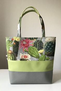 Summer tote Source by tatjanawm Quilted Tote Bags, Fabric Tote Bags, Patchwork Bags, Denim Bag Patterns, Bag Patterns To Sew, Patchwork Patterns, Diy Bags Jeans, Bag Quilt, Handmade Bags