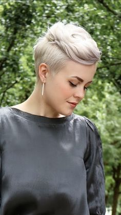 Today we have the most stylish 86 Cute Short Pixie Haircuts. Pixie haircut, of course, offers a lot of options for the hair of the ladies'… Continue Reading → Pixie Hairstyles, Pixie Haircut, Pretty Hairstyles, Wedding Hairstyles, Girls Shaved Hairstyles, Pixie Updo, Undercut Pixie, Corte Y Color, Hair Color And Cut
