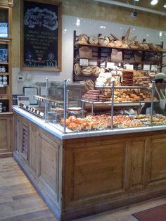 Le Pain Quotidien = best bakery in the world. Bakery Decor, Bakery Interior, Bakery Design, Bakery Cafe, Restaurant Interior Design, Shop Interior Design, Cafe Design, Bakery Display Case, Bread Display