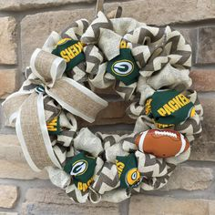 Green Bay Packers Burlap Wreath by AlpineRoadDesign on Etsy Football Crafts, Football Wreath, Football Stuff, Football Memes, Packers Baby, Green Bay Packers, Packers Football, Fall Crafts, Crafts To Make