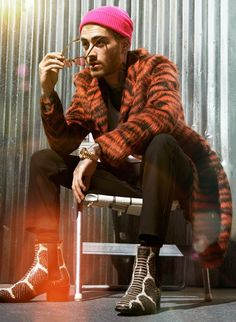 Sebastian Mader photographs British singer Zayn Malik for a retro-inspired cover for the July 2018 issue of GQ USA. In the cover story named ''How Do . Zayn Malik Icons, Zayn Malik Style, Zayn Malik Fashion, Zayn Malik Photoshoot, Gq Usa, Zayn Mallik, The Fashionisto, Never Be Alone, Old Singers