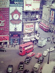 Piccadilly Circus, july 1967