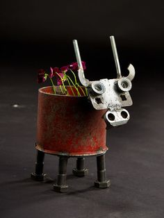 Made of recycled industrial scrap metal, this cow planter will fit standard medium size pots The planter will drain water out the bottom. Junk Metal Art, Metal Fab, Metal Yard Art, Metal Tools, Scrap Metal Art, Junk Art, Metal Artwork, Recycled Silverware, Silverware Art