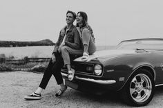 Photo Poses For Couples, Couple Photoshoot Poses, Couple Photography Poses, Cute Couples Goals, Couple Posing, Couple Shoot, Vintage Couple Photography, Couple In Car, Car Poses
