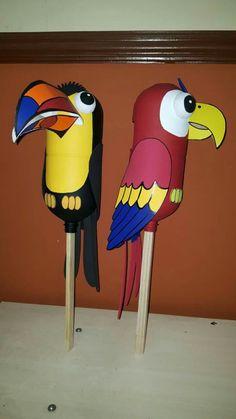 Resultado de imagen para como hacer una marioneta de tucan Home Crafts, Diy And Crafts, Crafts For Kids, Arts And Crafts, Recycled Toys, Recycled Crafts, Pirate Snacks, Costa Rica Art, Paper Mache Projects