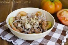 L'insalata di tonno e fagioli con cipolle è un contorno sfizioso da consumare volendo anche come piatto unico. Tonno e fagioli è un abbinamento gustoso..