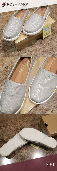 Toms youth drizzle grey foil peace signs shoes New in box! I discount bundles! Make me an offer! Toms Shoes Sneakers