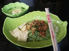 Mie Buto Ijo. Spicy Chicken Noodle with dumpling. The noodle colored by Chinese Cabbage #Noodle #SpicyFood #Malang #Culinary