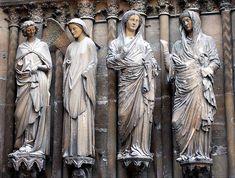 Grupo de la Anunciación (1252-1275. Se vincula a la esc. de Amiens: mov.contenido y más vinculado al elemento arquitectónico. Ropas más rectas y poco profundas. Ángel recuerda a la Virgen Dorada) y de la Visitación (María e Isabel- punto culminante de la recuperación de la escultura clásica: contraposot, ropas caen en profundos pliegues, se elimina la sensación de ser parte del elemento sustentante-columna. 1240-1245). Portada occidental de Reims. Esculturas góticas francesas del S-XIII. -7
