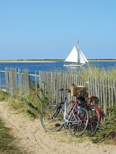 Nantucket Island - On the water or on a bike! either is a perfect day on Nantucket photo by John Fitzgerald Cottages By The Sea, Beach Cottages, Les Hamptons, Nantucket Island, Nantucket Beach, I Love The Beach, All Nature, Am Meer, Coastal Living