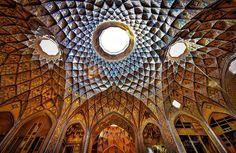 Un recorrido en imágenes por el histórico Bazar de Kashan, en Iran. Si bien el edificio fue construido en el siglo XIX, desde hace 800 años se utiliza como lugar de intercambio de mercancías.