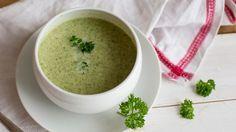 Brokoli-Creme-Suppe in einer Suppenschüssel.
