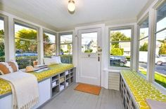 great mudroom in tiny house. Could do with our back mudroom with slight enlargement