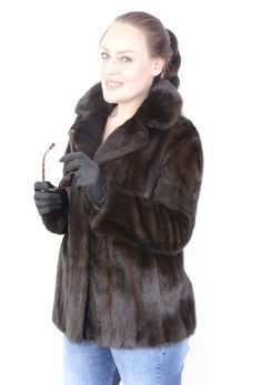The jacket is in a well-kept and very good condition. The jacket has side pockets. Most of our fur coats and jackets are expertly cleaned in a special furs machine. It is cleaned with sawdust and chemicals. Mink Jacket, Vest Jacket, Mink Fur, Vests, Ranch, Modern Women, Fur Coats, Clothes For Women, Furs