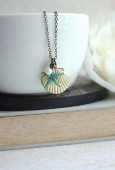 Starfish and Shell Brass Locket Necklace. Gifts for por Marolsha