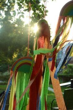 Rainbow wind catchers - easy & fun Spring craft for Preschoolers!