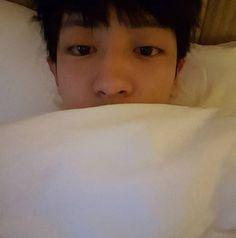 """"""" Mắt hai mí của tôi đâu mất rồi??! """" #Chanyeol"""