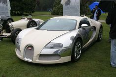 Bugatti Veyron Centenaire Start Up Sound !! Just love this colour compination