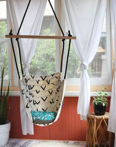 DIY Hanging Chairs You Need in Your Home Create a reading corner with this hammock chair.Create a reading corner with this hammock chair. Backyard Furniture, Diy Furniture, Furniture Projects, House Furniture, Furniture Plans, Hanging Furniture, Wicker Furniture, Furniture Layout, Outdoor Furniture