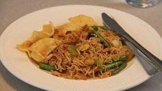 Recept voor vegetarische mie goreng. Heerlijk met wok noedels, prei, ui, taugé en sperziebonen. Een Indonesisch recept dat makkelijk te maken is.