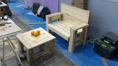 Banco para jardín y mesa auxiliar realizadas con palets. Olimpiadas del Bricolaje 2012 en Eurobrico. Talleres impartidos por Briconatur.
