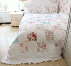 Amazon.com: FADFAY Beautiful Handmade Patchwork Floral Bedding Sets Romantic Korean Girls Duvet Cover Bed Set: Home & Kitchen Shabby Chic Quilts, Shabby Chic Pink, Vintage Quilts, Shabby Chic Decor, Girls Duvet Covers, Bed Covers, Duvet Cover Sets, Baby Rag Quilts, Floral Bedding