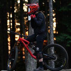 Shimano Presents - Vaea Verbeeck Make Your Mark Freeride Mountain Bike, Mountain Bike Action, Moutain Bike, Best Mountain Bikes, Mountain Biking, Downhill Bike, Mtb Bicycle, Mountain Bike Accessories, Bikers