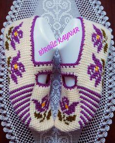No picture description. # Image Description # None Crochet Baby Shoes, Newborn Crochet, Crochet Slippers, Love Crochet, Crochet Hats, Baby Knitting Patterns, Crochet Patterns, Diy Crafts Images, Diy And Crafts