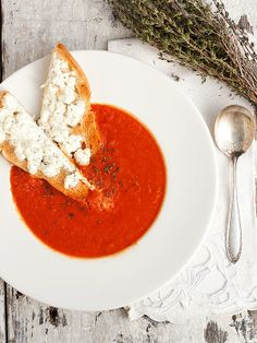 Soupe aux tomates - 30 Minute Homemade Tomato Soup with Warm Goat Cheese Toast - Recipe from Seasons & Suppers Soup Recipes, Vegetarian Recipes, Cooking Recipes, Healthy Recipes, Recipes Dinner, I Love Food, Good Food, Yummy Food, Tasty