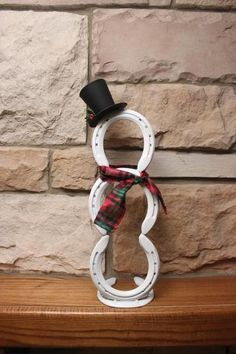 FER A CHEVAL Horseshoe snowman holiday decor more Shower Heads: Women vs. Christmas Crafts For Adults, Crafts To Sell, Holiday Crafts, Christmas Diy, Christmas Decorations, Diy Crafts, Christmas Ornaments, Rustic Christmas, Christmas Trees