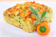 Mediterranean polenta casserole with fresh zucchini, mini peppers and delicious spices. Mediterranean polenta casserole with fresh zucchini, mini peppers and delicious spices. Raw Food Recipes, New Recipes, Cooking Recipes, Healthy Recipes, Polenta Recipes, Mini Paprika, Vegan Vegetarian, Vegetarian Recipes, Decoration Bedroom