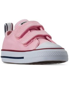Take your active kiddo's everyday casual look to new heights in the Converse Toddler Girls Chuck Taylor All Star Twisted Ox Stay-Put Closure Casual Sneakers. Featuring bold coloring on the upper, these sneakers are a must-have! Baby Sneakers, Running Sneakers, Casual Sneakers, Sneakers Fashion, Casual Shoes, Boys Converse, Converse Style, New Converse, Converse Chuck Taylor