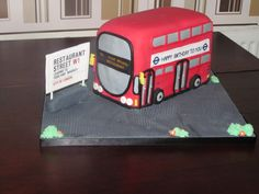 London Bus Cake Bus Cake, Restaurant Streets, Wheels On The Bus, London Bus, Novelty Cakes, Cake Ideas, Fun, Crafts, Recipes