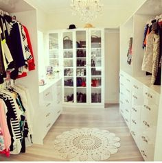 Larissa) just finished setting up my closet and in packing clothes. Now for the rest of my new room Master Bedroom Closet, Dream Bedroom, Home Interior, Interior Design, Beautiful Closets, Decoration Inspiration, Dream Closets, Girls Dream Closet, Closet Designs