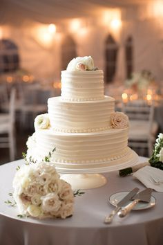 classic white wedding cake | Abby Grace #wedding