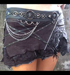 Jungle tribe princess punk skirt so awesome Weird Fashion, Diy Fashion, Steampunk Fairy, Crust Punk, Handmade Skirts, Trends, Photoshoot Inspiration, Diy Clothes, Beautiful Outfits