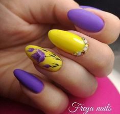 Top 150 ideas for Yellow Nail art designs - Reny styles Yellow Nails Design, Yellow Nail Art, Summer Holiday Nails, Spring Nails, Diy Nails, Nail Art Diy, Pedicure Nails, Do It Yourself Nails, Splatter Nails
