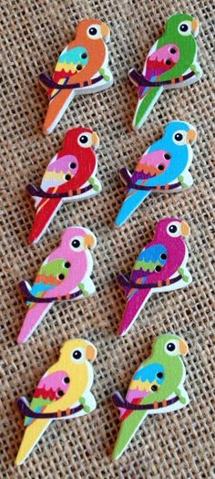 Pack of 8 Brightly Coloured Parrot Buttons (#022)