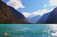 Turquesa y frío. Chinancocha 3850msnm #llanganuco #Huascarán #Huaraz #Ancash #Peru #peruvian #Andes #Mountains #trekking #instatravel #instagood #instatrip #natureaddict #nature #adventuretime #turquoise #wanderlust #travelingram #insidenature...
