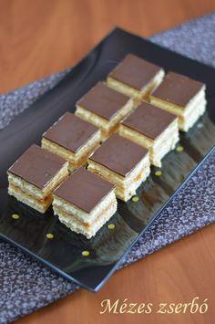 Hankka: Mézes zserbó Cookie Recipes, Dessert Recipes, Hungarian Recipes, Hungarian Food, Cake Cookies, Nutella, Tiramisu, Waffles, Cheesecake