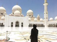 "12 Likes, 1 Comments - Fun Desert Safari (@fundesertsafari) on Instagram: ""#Repost @_blackistani ・・・ Best feeling in the world ❤️🙏🏽 #Dubai #sheikhzayedmosque #beautiful…"""