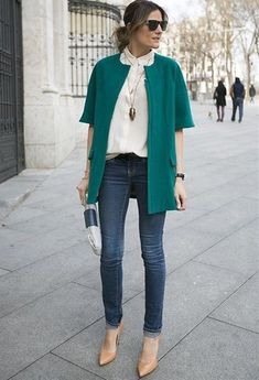 Step up you off-duty look in a teal coat and navy skinny jeans. Let's make a bit more effort now and go for a pair of tan leather pumps.  Shop this look for $619:  http://lookastic.com/women/looks/sunglasses-dress-shirt-coat-belt-clutch-skinny-jeans-pumps/4184  — Black Sunglasses  — White Dress Shirt  — Teal Coat  — Black Leather Belt  — White and Navy Leather Clutch  — Navy Skinny Jeans  — Tan Leather Pumps