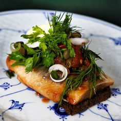 """The renaissance of the open sandwich! In recent years, Danish chefs have gained fame worldwide by reinterpreting the popular ordic kitchen with fresh, local ingredients. Restaurants offering herring, roast pork and open sandwiches are now popping up all over the world – even though it is an """"acquired taste""""."""