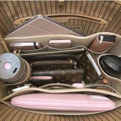 Luxury Purses, Luxury Bags, Luxury Handbags, Louis Vuitton Handbags, Purses And Handbags, Cheap Handbags, Fashion Bags, Fashion Handbags, Mochila Adidas