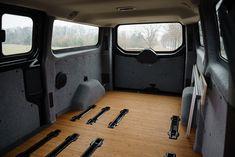 Unser Campingsystem ist schnell ein und wieder ausgebaut. So bleibt Dein Van vielseitig nutzbar.