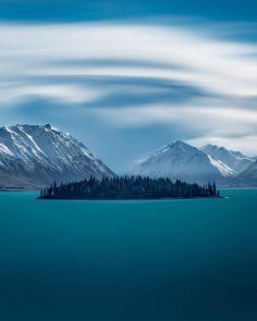 Lake Tekapo, New Zealand. Places Around The World, Around The Worlds, Wonderful Places, Beautiful Places, Landscape Photography, Nature Photography, Espanto, Sites Touristiques, Lake Tekapo