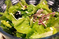O salata simpla si buna Pasta Carbonara, Seaweed Salad, Lettuce, Spinach, Cabbage, Bacon, Vegetables, Health, Ethnic Recipes