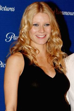 Gwyneth Paltrow's beauty transformation throughout the years: 2004.