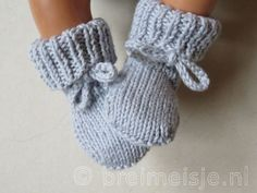 17 ideas for diy baby booties bebe Diy Baby Socks, Crochet Baby Socks, Baby Booties Knitting Pattern, Crochet Bebe, Crochet Baby Booties, Baby Knitting Patterns, Cute Baby Clothes, Baby & Toddler Clothing, Brei Baby